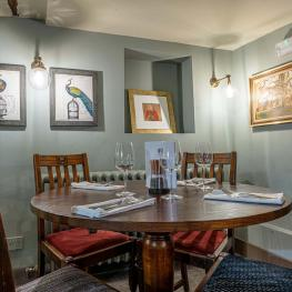 Rooms at the Red Lion, Charing Heath